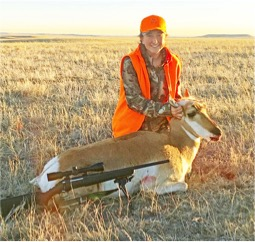 Alexis poses with her pronghorn doe.