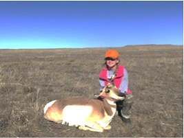 Alyssa poses with her pronghorn doe.